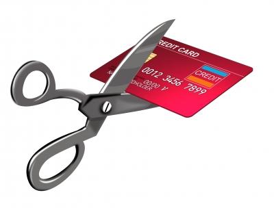 Cortando cartão crédito